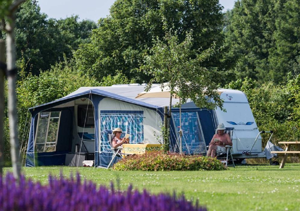 seizoensplaats nieuw camping de kleine wielen. Black Bedroom Furniture Sets. Home Design Ideas